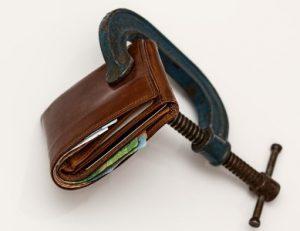 На какие виды доходов пристав не имеет право обратить взыскание